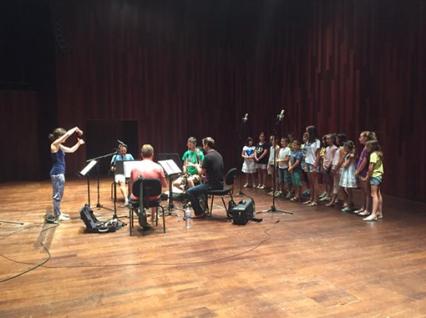 Barcelona Clarinet Players, el Cor Infantil CIAU i la seva directora Marta Dosaiguas
